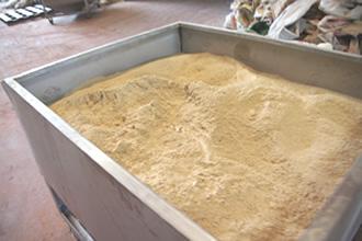 原材料の木粉です