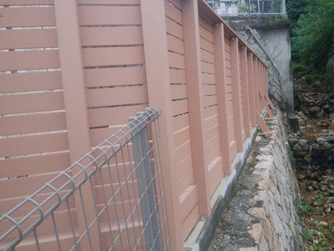 擁壁のフェンス