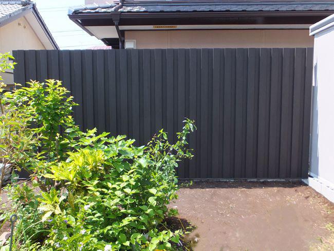 縦張りフェンスの施工例(宮崎県 株式会社SUMAI様ご施工)