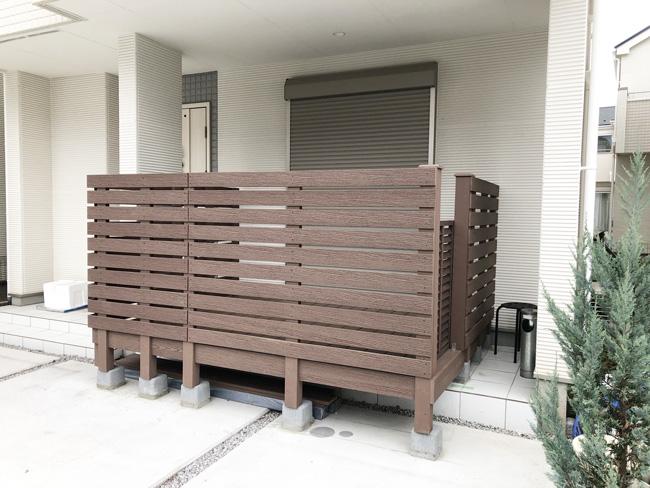 人工木 フェンス付きウッドデッキ