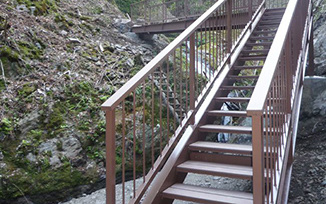 人工木 階段橋