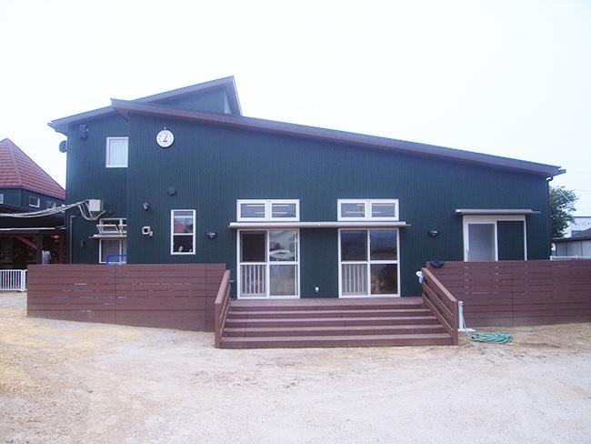 こども園の屋外ウッドデッキ・フェンス(鹿児島県 株式会社 イシタケ様ご施工)