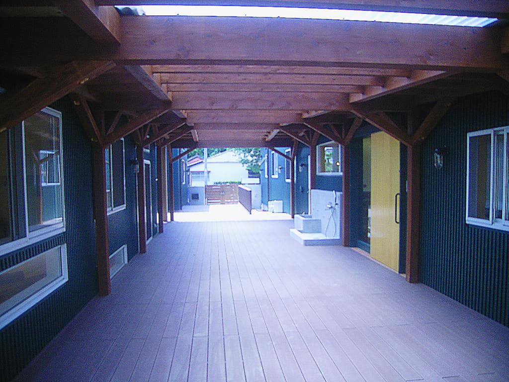 人工木ウッドデッキ 保育園