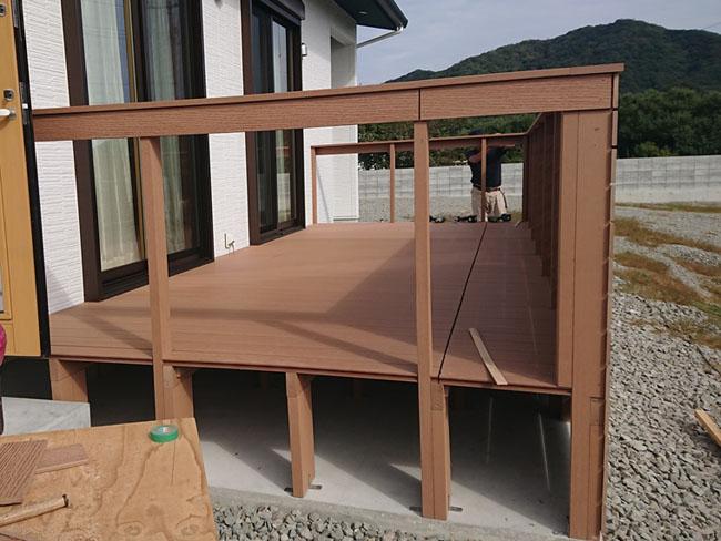 人工木フェンス付きウッドデッキ