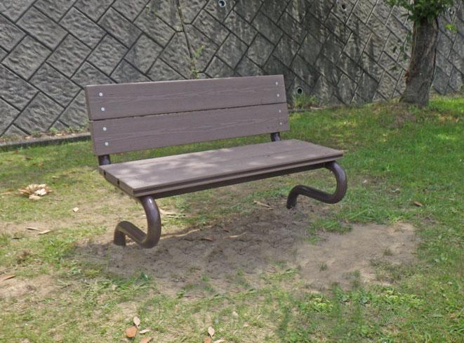 人工木ベンチ