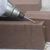 人工木 ビス止め 穴あけ 加工